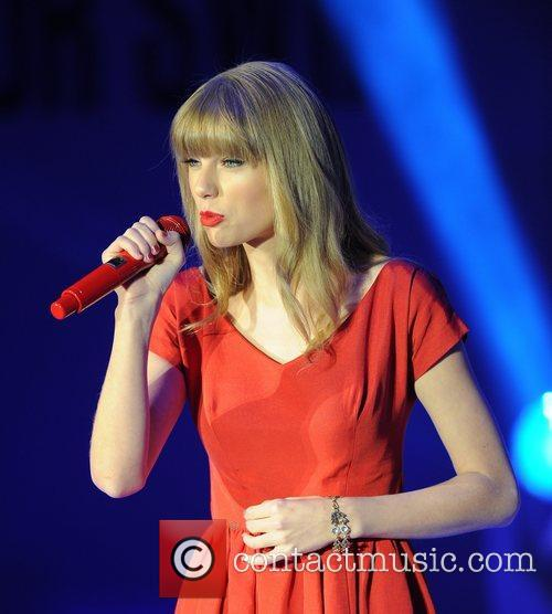 Taylor Swift and Westfield Shopping Centre 11