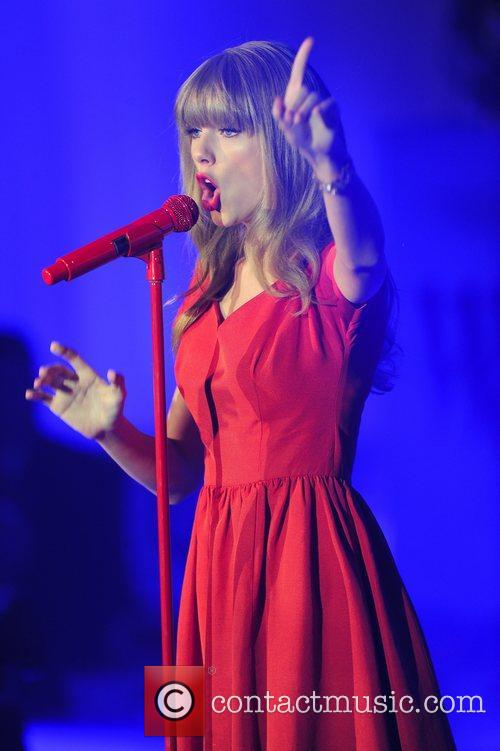 Taylor Swift and Westfield Shopping Centre 28