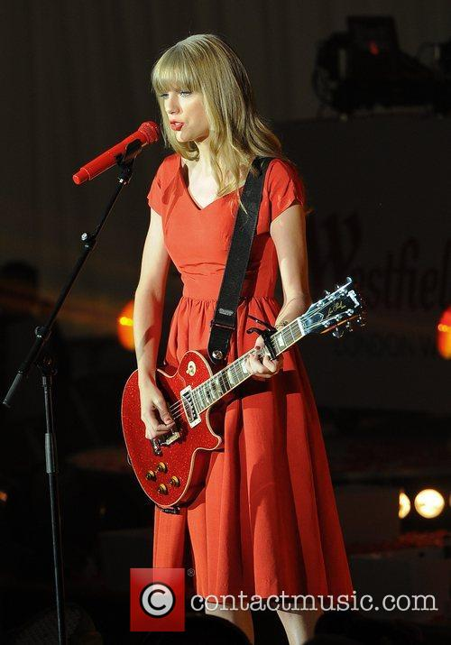 Taylor Swift and Westfield Shopping Centre 1