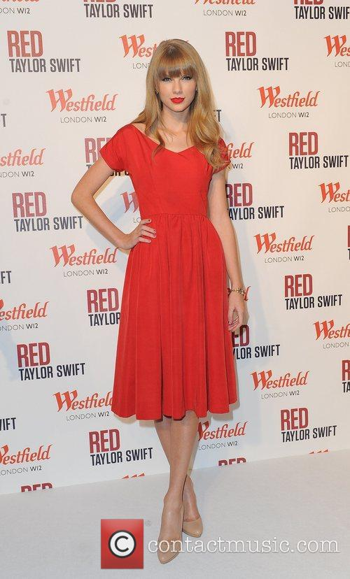 Taylor Swift and Westfield Shopping Centre 21