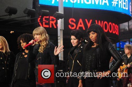 Taylor Swift, Times Square and Good Morning America 12