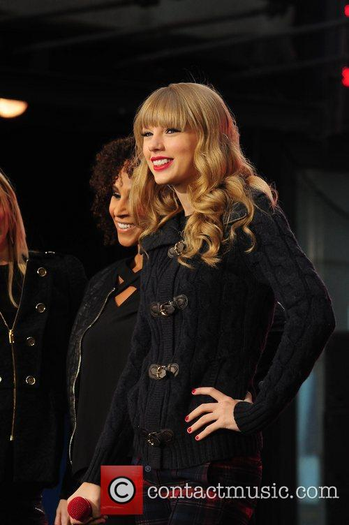 Taylor Swift, Times Square and Good Morning America 20