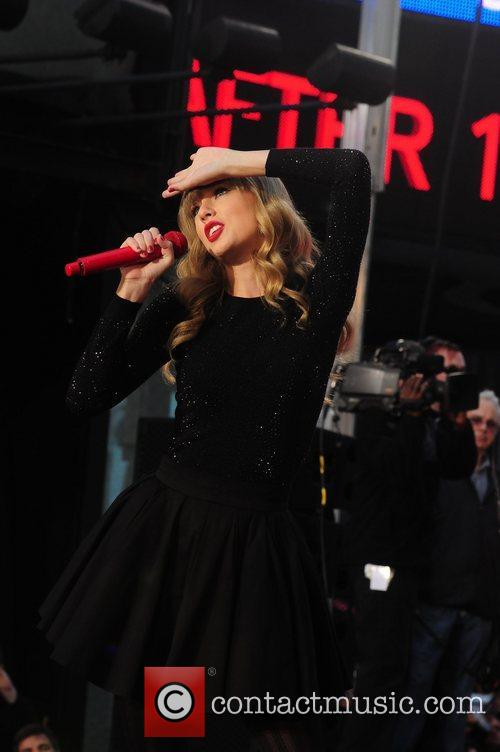 Taylor Swift, Times Square and Good Morning America 25