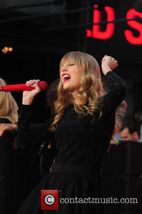 Taylor Swift, Times Square and Good Morning America 14