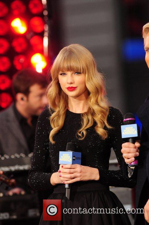 Taylor Swift, Times Square and Good Morning America 5