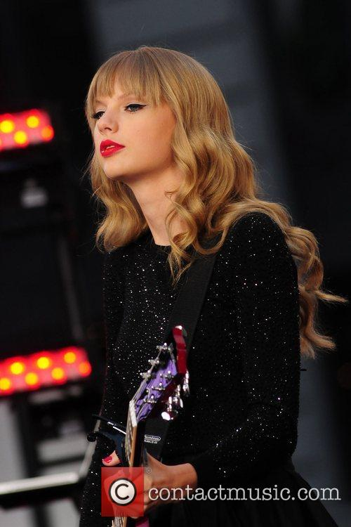 Taylor Swift, Times Square and Good Morning America 26