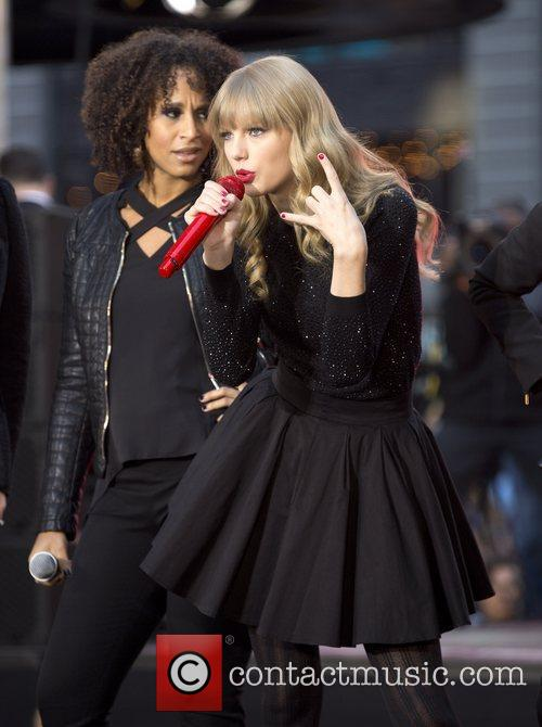 Taylor Swift, Times Square and Good Morning America 8