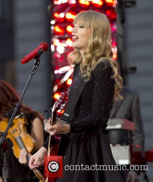 Taylor Swift, Times Square and Good Morning America 13