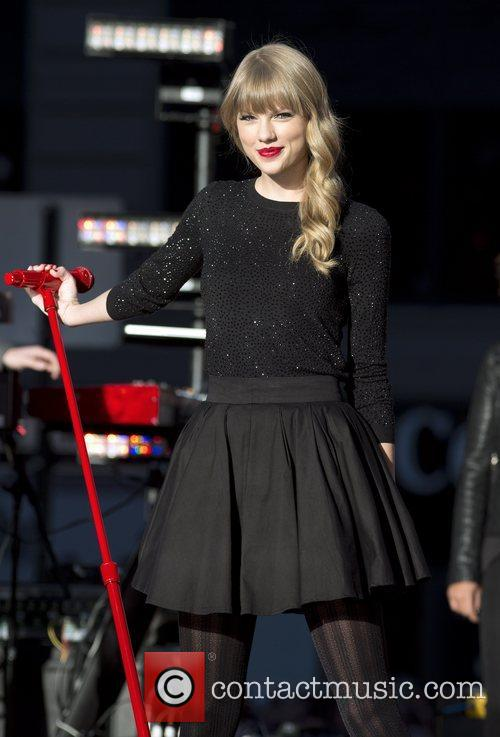 Taylor Swift, Times Square and Good Morning America 9