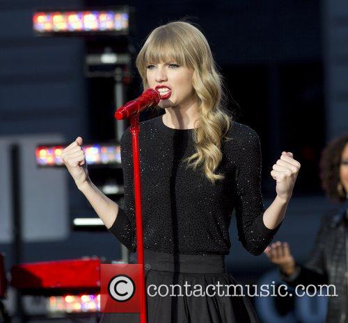 Taylor Swift, Times Square and Good Morning America 10