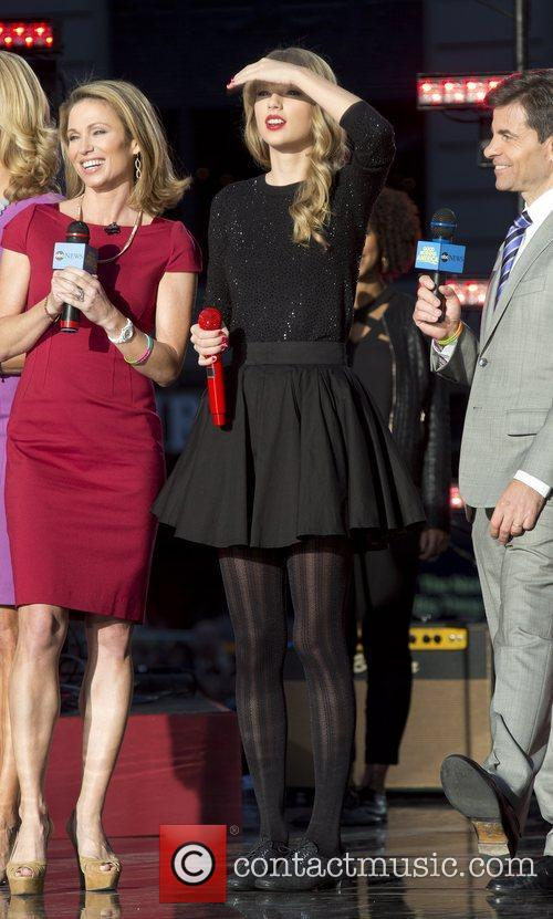 Taylor Swift, Times Square and Good Morning America 11