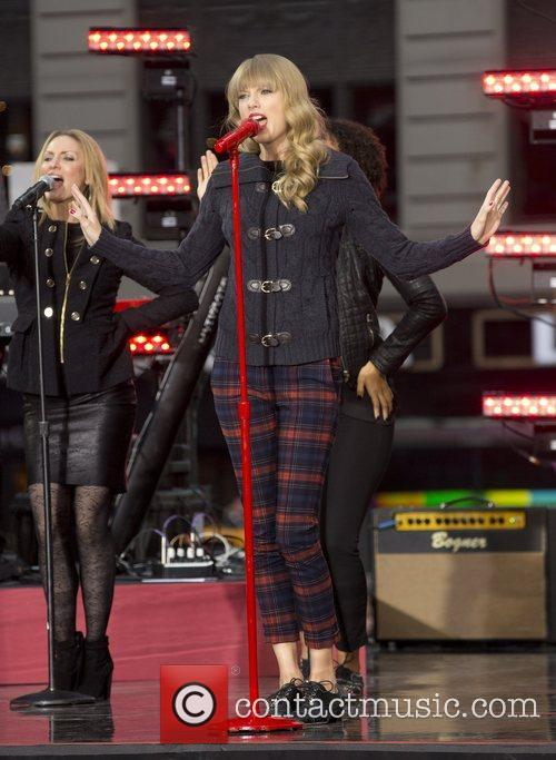 Taylor Swift, Times Square and Good Morning America 3