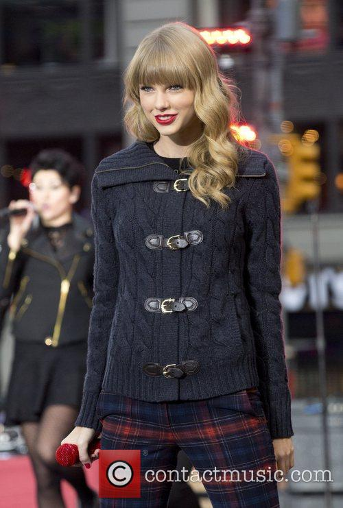 Taylor Swift, Times Square and Good Morning America 16