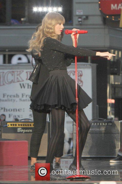 Taylor Swift, Times Square and Good Morning America 43