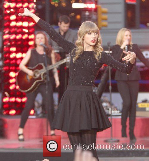 Taylor Swift, Times Square and Good Morning America 46