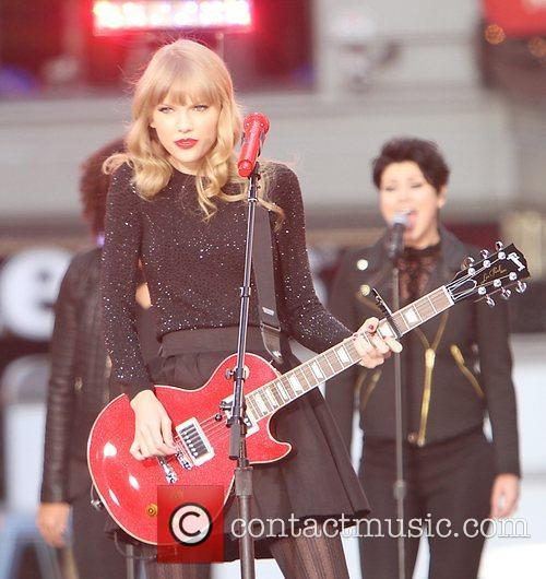 Taylor Swift, Times Square and Good Morning America 27