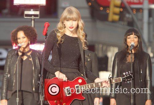 Taylor Swift, Times Square and Good Morning America 31