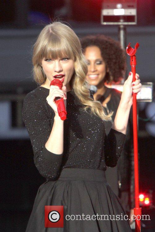 Taylor Swift, Times Square and Good Morning America 38
