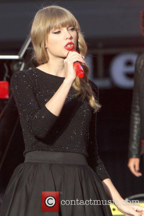 Taylor Swift, Times Square and Good Morning America 29