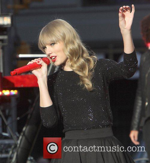 Taylor Swift, Times Square and Good Morning America 44