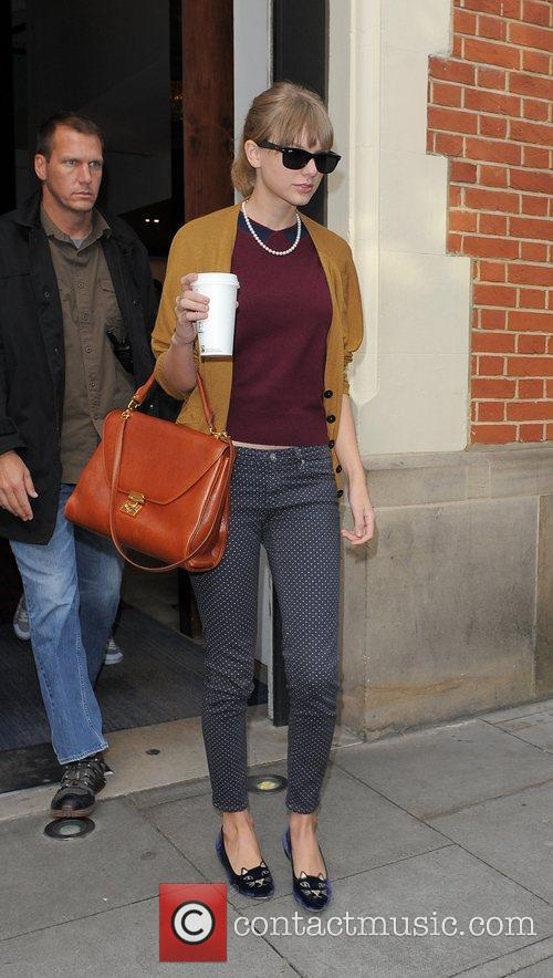taylor swift leaving the hospital club in 4113611