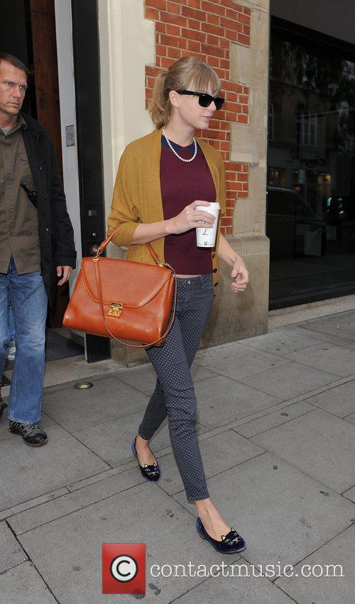 taylor swift leaving the hospital club in 4113613