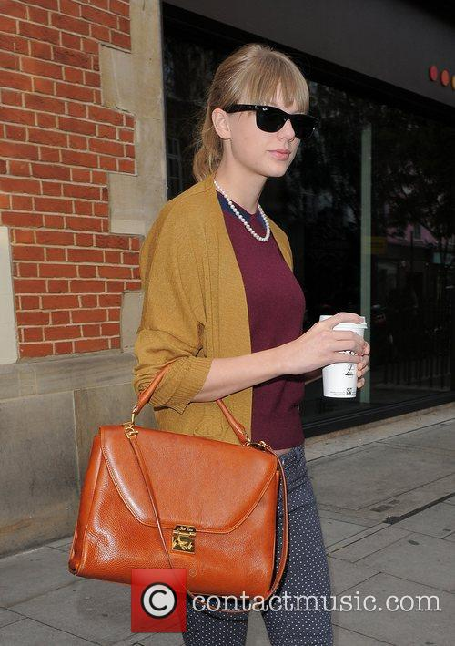 taylor swift leaving the hospital club in 4113621