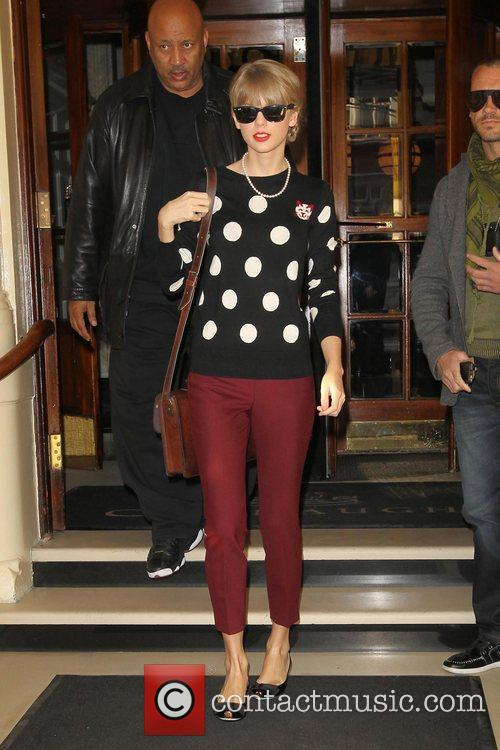 taylor swift leaving her hotel london england 4164674
