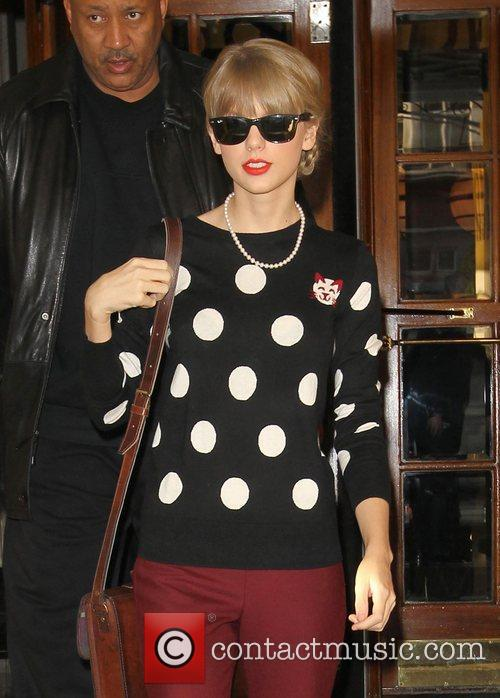 taylor swift leaving her hotel london england 4164677