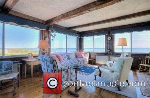 Taylor Swift buys home near Kennedy family compound...