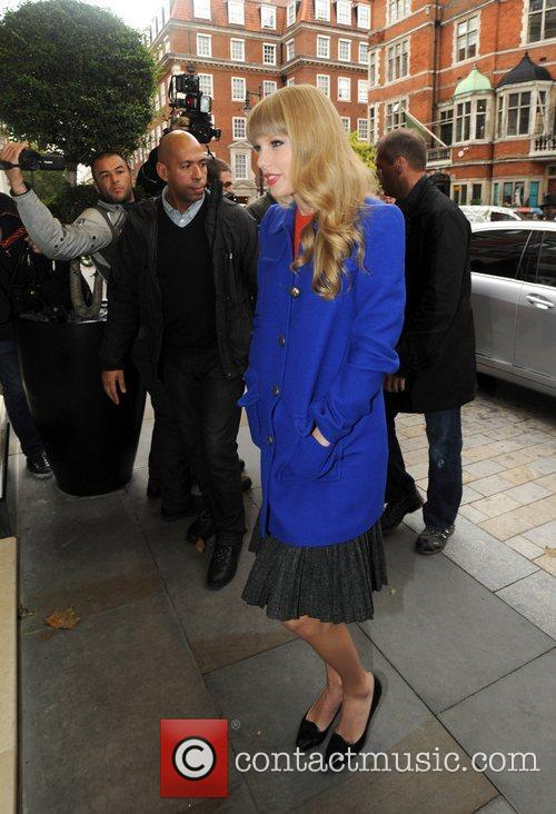 taylor swift out and about in london 4115047