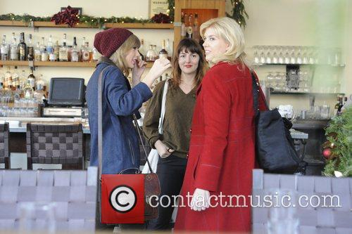 Taylor Swift Chatting To Friends