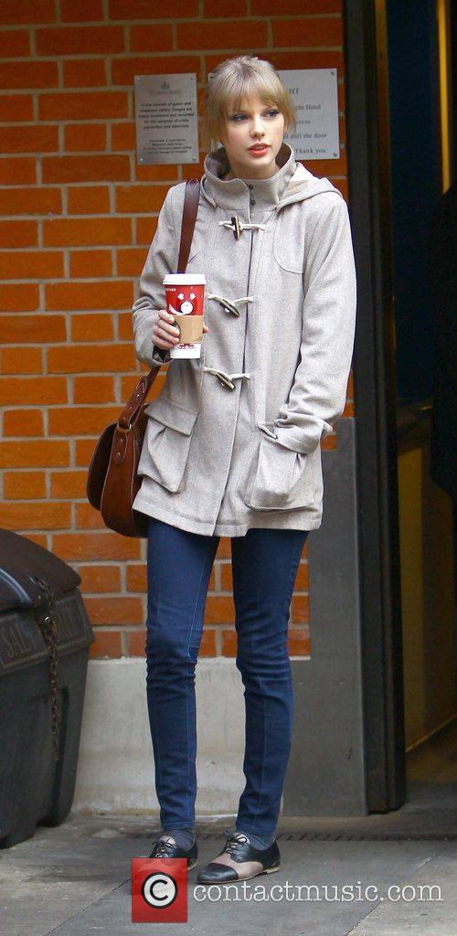 taylor swift arriving at an office london 5783327