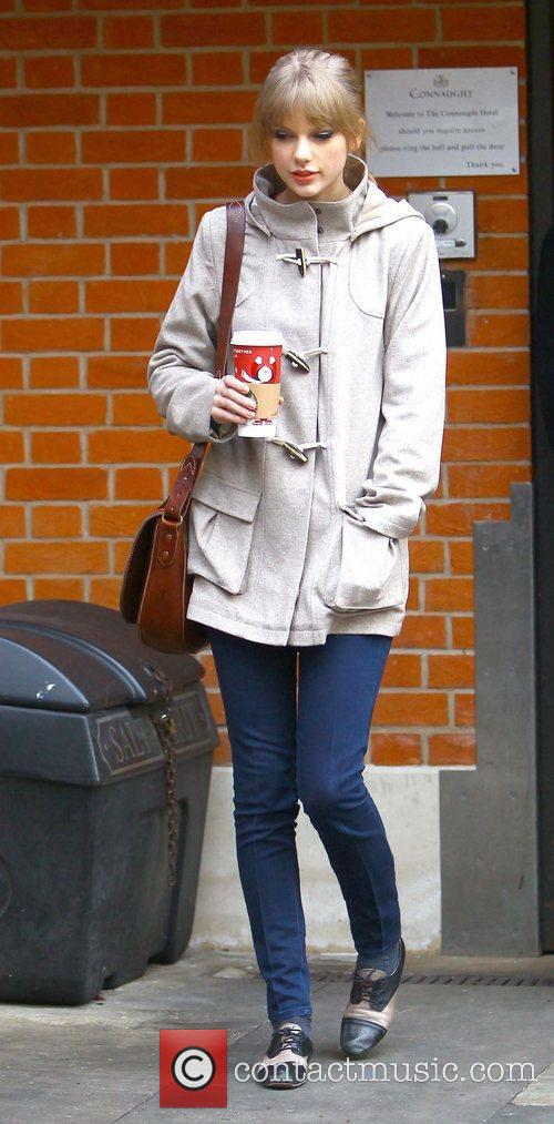 taylor swift arriving at an office london 5783329