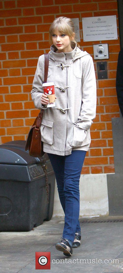 taylor swift arriving at an office london 5783330