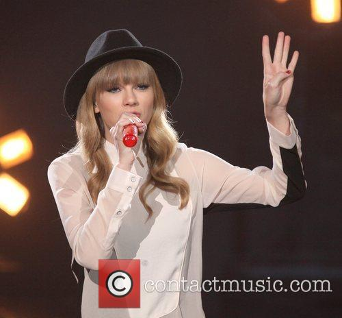 Taylor Swift and The X Factor 7