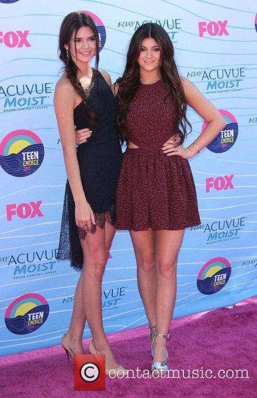 Kendall Jenner, Kylie Jenner and Gibson Amphitheatre 2