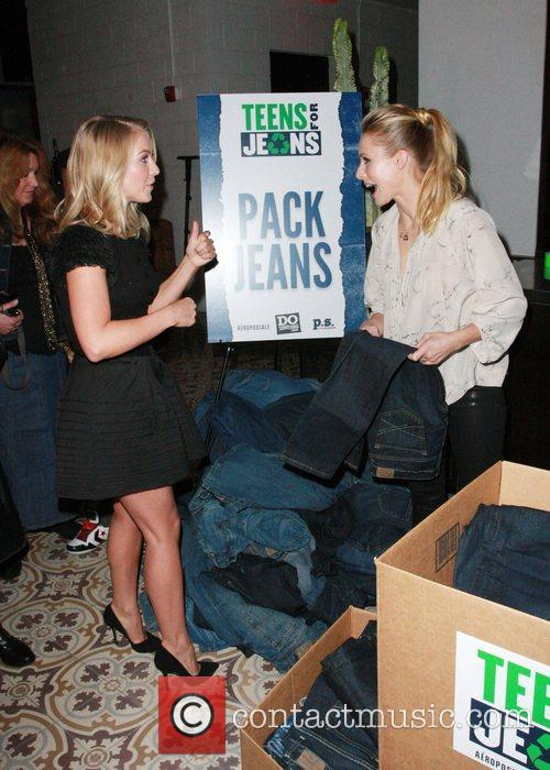 Julianne Hough and Kristen Bell 8