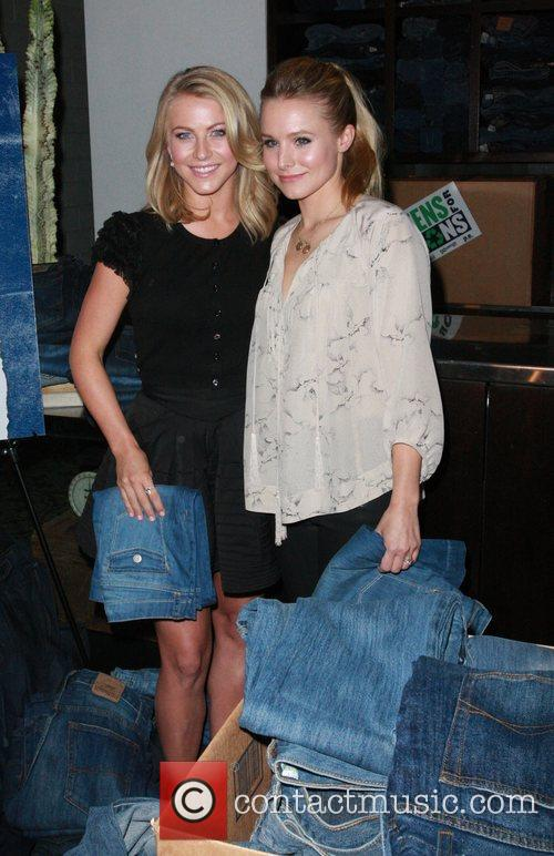 Julianne Hough and Kristen Bell 6