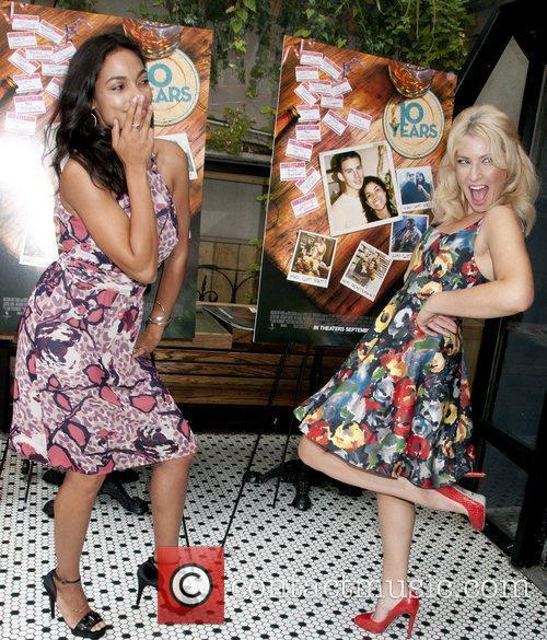 Rosario Dawson and Ari Graynor 1