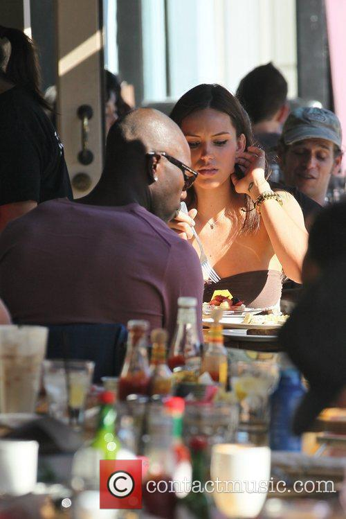 terrell owens having lunch with a friend 5785143