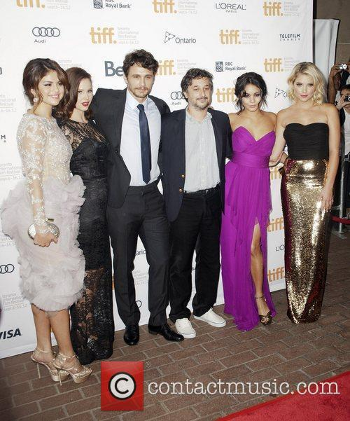 Selena Gomez, Ashley Benson, Harmony Korine, James Franco, Rachel Korine and Vanessa Hudgens 7
