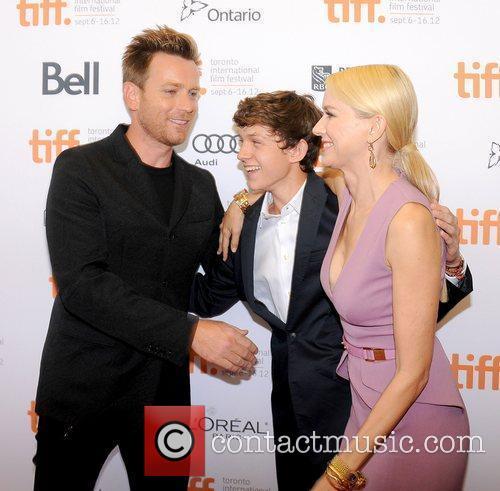 Ewan Mcgregor, Naomi Watts and Tom Holland 3