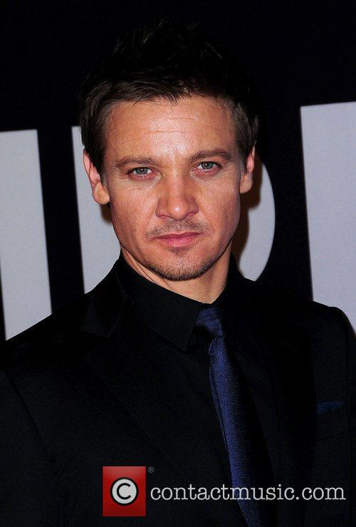 jeremy renner universal pictures world premiere of 4014382