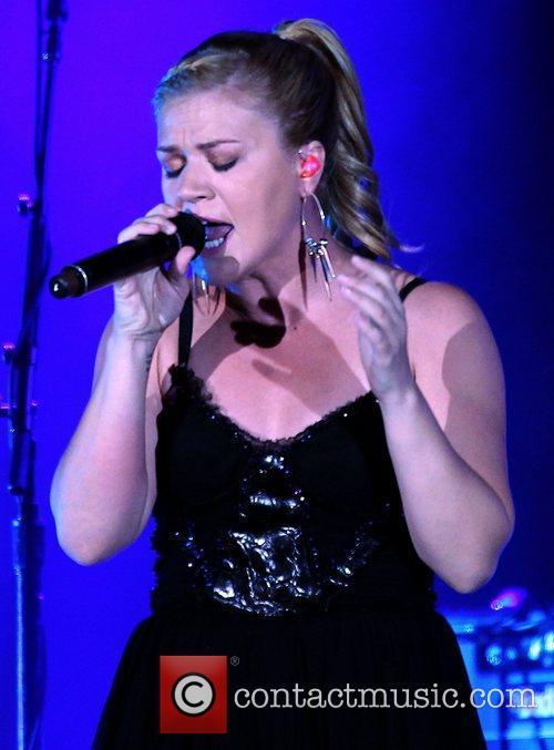 Kelly Clarkson, The Cosmopolitan