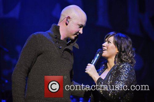 Kelly Clarkson performs with The Fray live in...