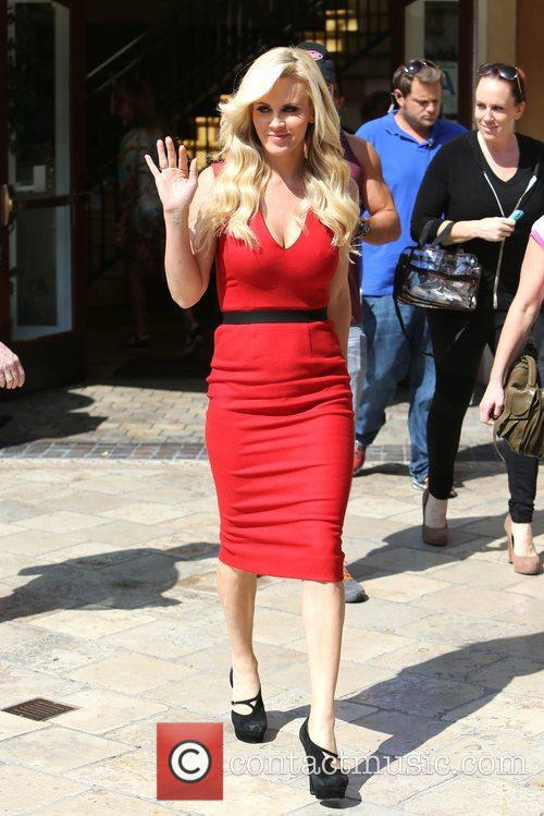 Jenny Mccarthy, Extra and The Grove 7