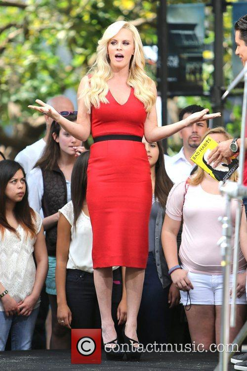 Jenny McCarthy, Extra and The Grove 19