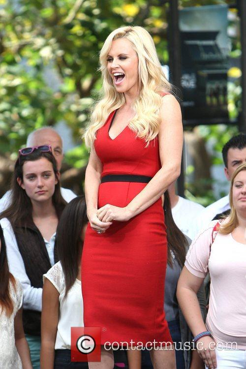 Jenny Mccarthy, Extra and The Grove 6