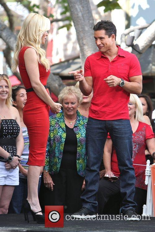 Jenny McCarthy, Extra and The Grove 12